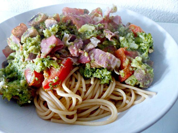 Gezonde pasta met broccolisaus