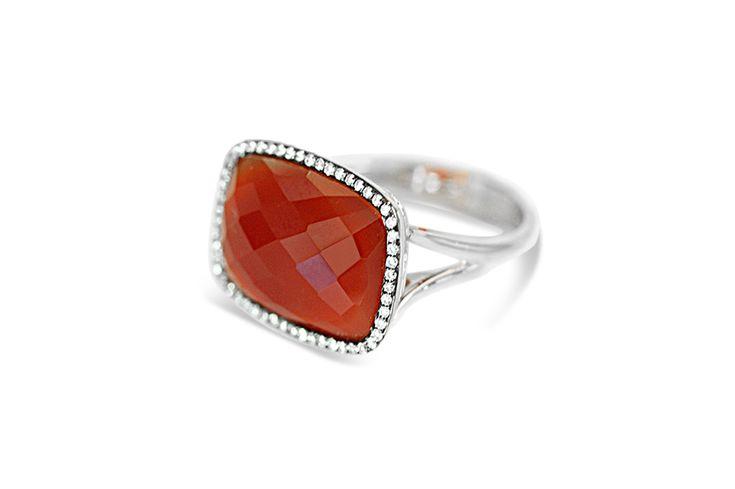 18 ct white gold red agate & white diamond ring