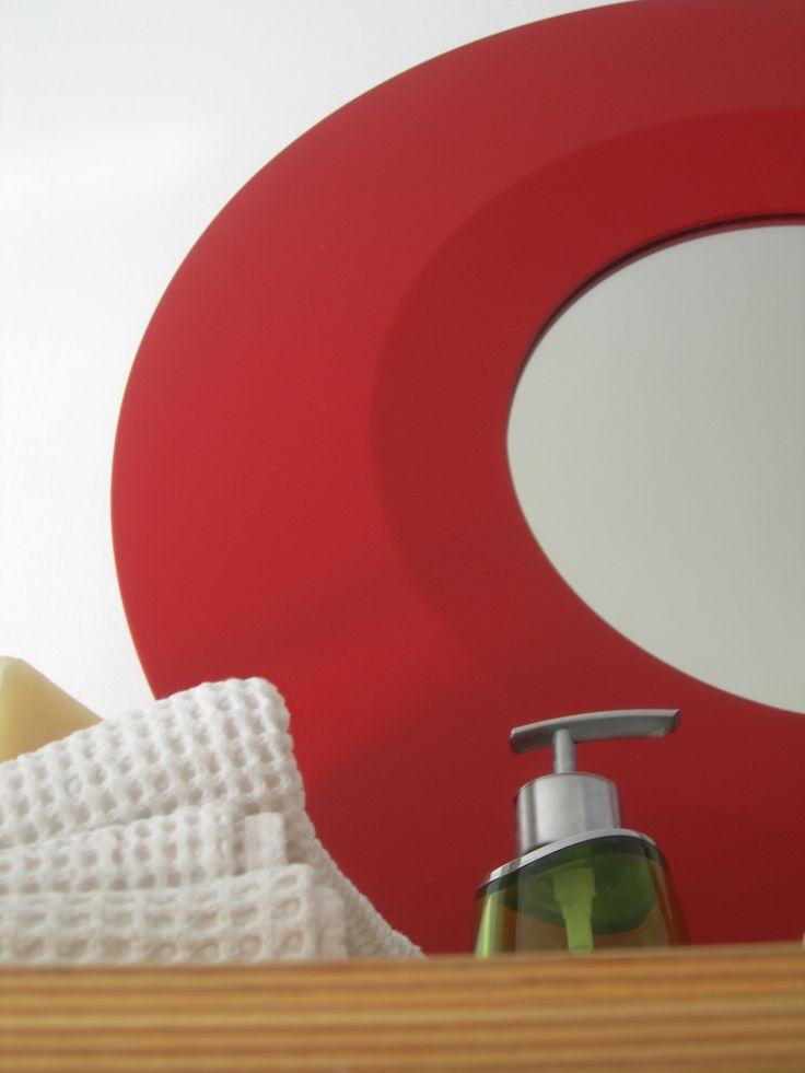 OBLO'. Specchiera laccata opaca diametro 60. Disponibile anche lucida e in diversi colori.