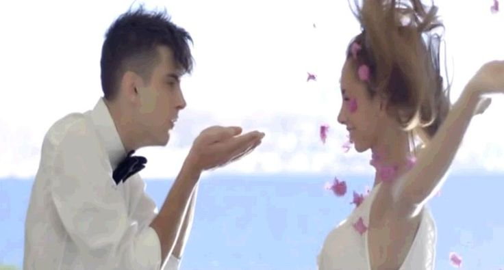 """Από το βίντεο κλιπ της Γιάννας Βασιλειόυ """"Λόγια Αγάπης"""". Περισσότερα στο http://www.getgreekmusic.gr/blog/neo-tragoudi-logia-agapis-gianna-vasileiou/"""