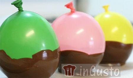 Coppette di cioccolato fatte in casa con i palloncini