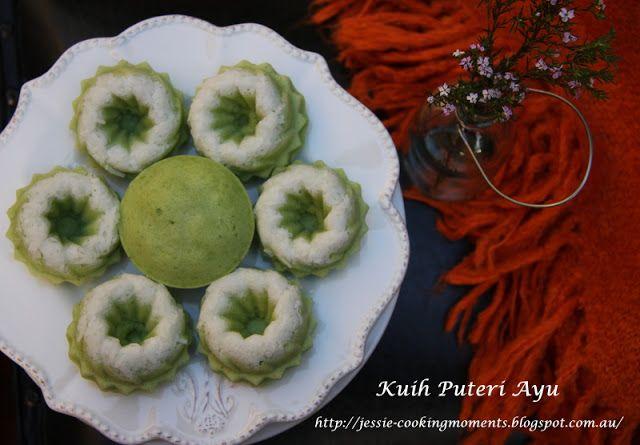 Jessie - CookingMoments: Kuih Puteri Ayu (Steamed Pandan Sponge Cake with Shredded Coconut) 椰香班兰蒸糕