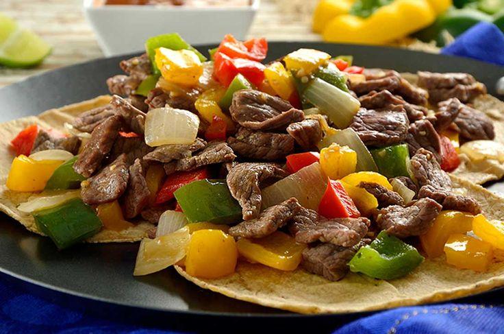¿Antojo de alambre de bistec de res con queso? Sigue esta receta de gastronomía popular mexicana y saborea los pimientos, cebolla y carne en tacos o torta