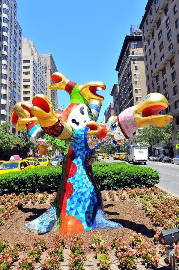 ^Niki De Saint Phalle on Park Avenue - Her larger than life sculptures are all over the world - from Sweden to NYC to DC.