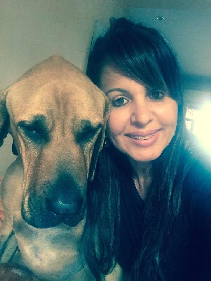 Je me présente, mon prénom est Guapa je suis une chienne de race Fila Brasileiro de 4ans et demi. Ma maîtresse m'adore, elle s'occupe très bien de moi et se préoccupe beaucoup pour ma cause. Au début de l'année 2015, comme j'ai l'habitude de courir après les passants, comme tous les chiens, j'ai fait ma première syncope, ma maîtresse était désespérée de me voir ainsi, elle m'a donc emmené à l'université vétérinaire de Toulouse, j'ai fait des examens, ma maîtresse a découvert ma maladie, une…