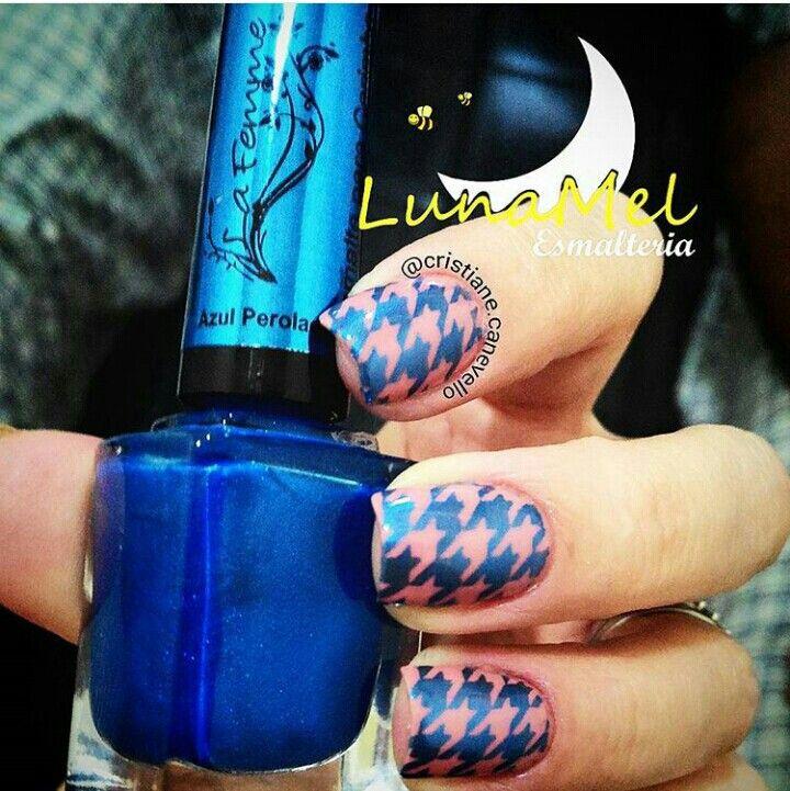 """Os lindos que usei⤵⤵⤵ ▪Esmalte Bruna Marquezine """"Romântica"""" @ludurana (da postagem anterior) ➡ @lindadivaesmaltes ▪Esmalte para Carimbo """"Azul Perolado"""" @esmalte_lafemme ➡ @lunamelesmalteria ▪ ▪Placa XY14 ➡ made #AliExpress  ▪Carimbo UP @up_universepolish ➡ @lunamelesmalteria  ______________________________________________ #criscanevello 15/10/15"""