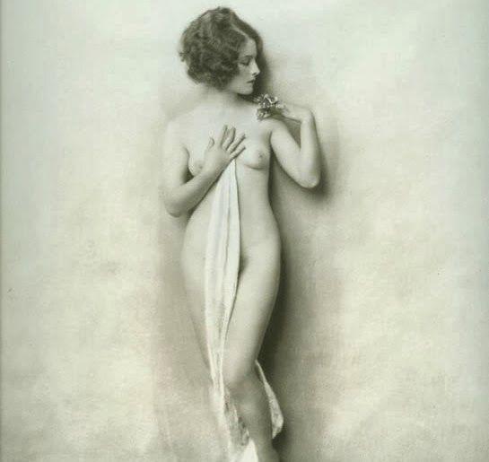 Actress Posing Nude 53