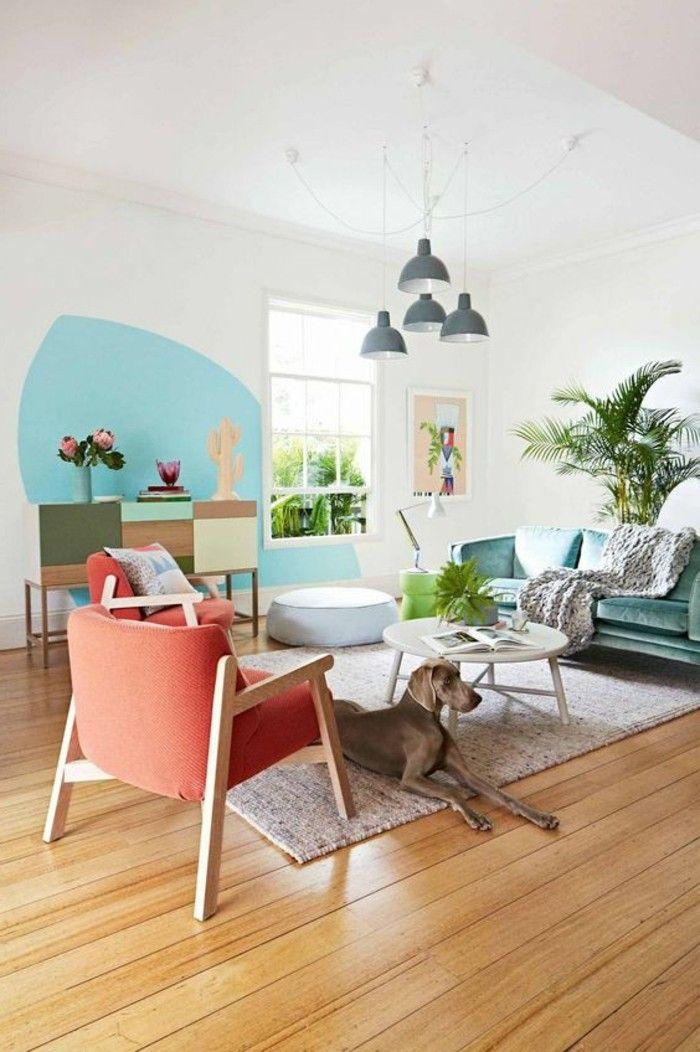 cosy deco, décoration murale en bleu, cactus, canapé vert, pouf blanc