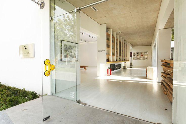 Galería Isabel Aninat busca ampliar las fronteras mediante nexos con importantes galerías extranjeras, curadores, instituciones y coleccionistas.