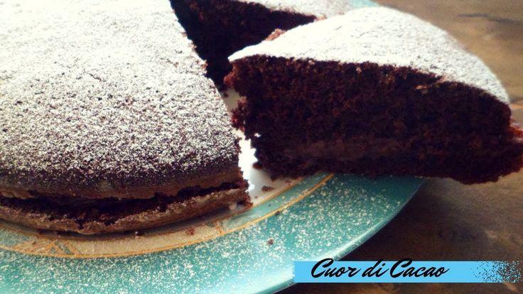 La torta al cacao con crema al mascarpone e nutella è un vero peccato di gola e di fatto conquista proprio tutti, sarà il potere della nutella?!