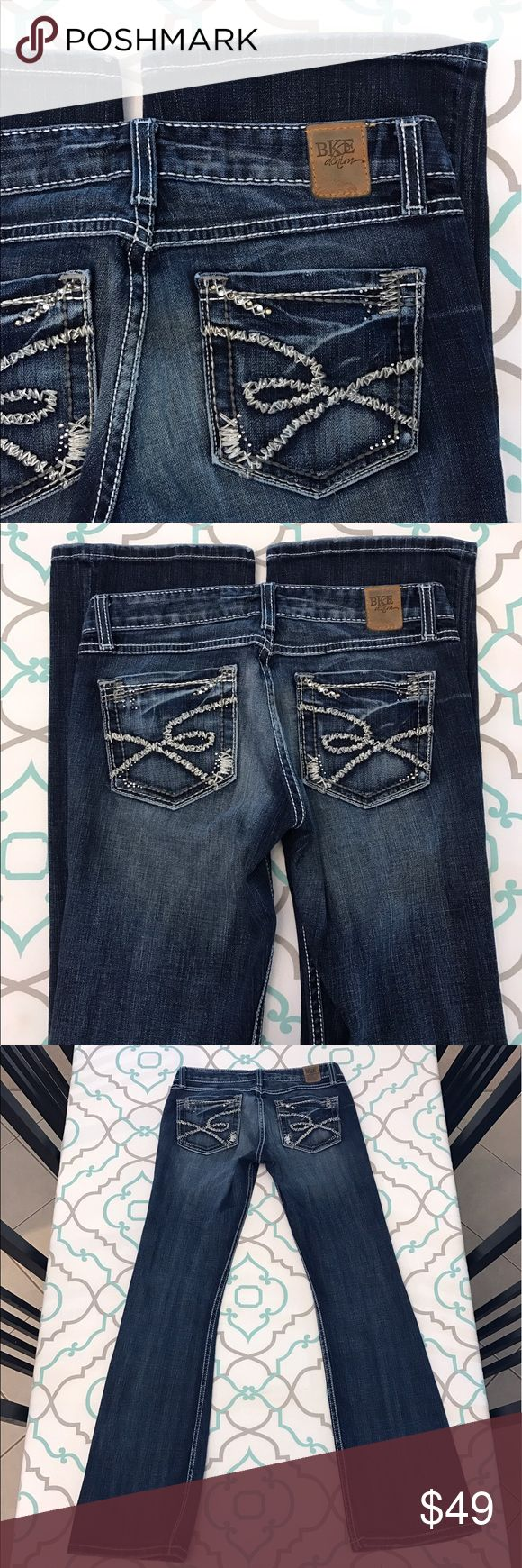 """💙👖Gorgeous BKE Jeans👖💙29 7/8 32"""" Bling! Dark! 💙👖Gorgeous BKE Jeans👖💙 Size 29 (7/8). 32.25"""" Inseam. 8"""" Rise. 14.75"""" Across Back. Great Stretch. Dark Blue Wash. Medium Fading. Heavy Whiskering. White Thick Stitching. Silver & Grey Details & touch of Bling on the Pockets! Very Good Condition.  Just a tiny bit of Fray. Bootcut! Awesome! BKE! The Buckle! Ask me any questions! : ) BKE Jeans Boot Cut"""