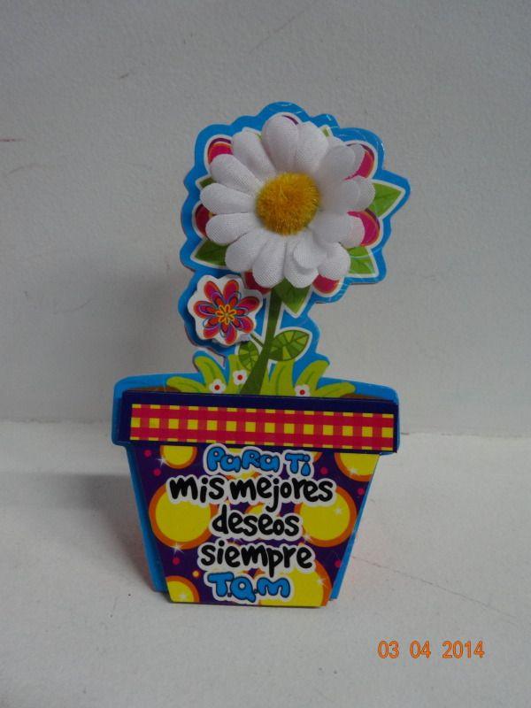 Estuche de chocolate troquelado con flor y mensajes surtidos. #ChocolatesParaRegalarMedellin #EstuchesChocolatesBogota