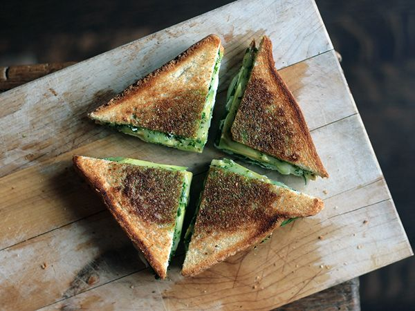 Green Goddess Grilled Cheese Sandwich.  Who knew avocado, goat cheese and spinach could be so good!Pesto Grilled Chees, Fun Recipe, Goddesses Grilled, Grilled Chees Sandwiches, Green Goddesses, Grilled Cheese Sandwiches, Sandwiches Recipe, Goats Cheese, Grilled Sandwiches