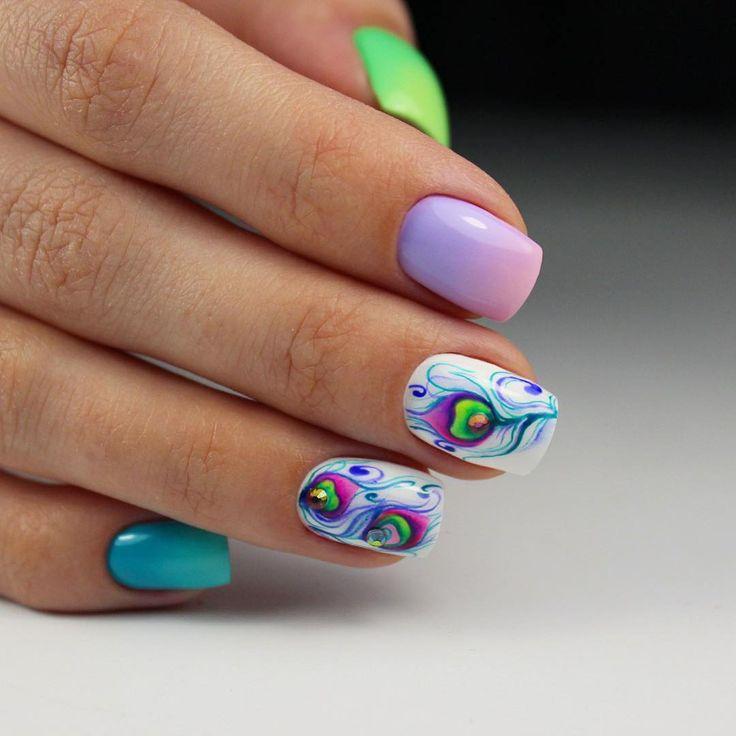 Яркое настроение💚💙💛 nailsoftheday.com #маникюрдня #ногти #гельлак #дизайнногтей #идеидляманикюра #мастерманикюра #nailмастер #gelpolish #nails #маникюр #яркийманикюр #разноцветные #павлин #перо