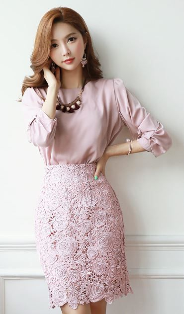 StyleOnme_Rose Embroidered Lace Pencil Skirt #pink #lace #floral #rose #pencil…