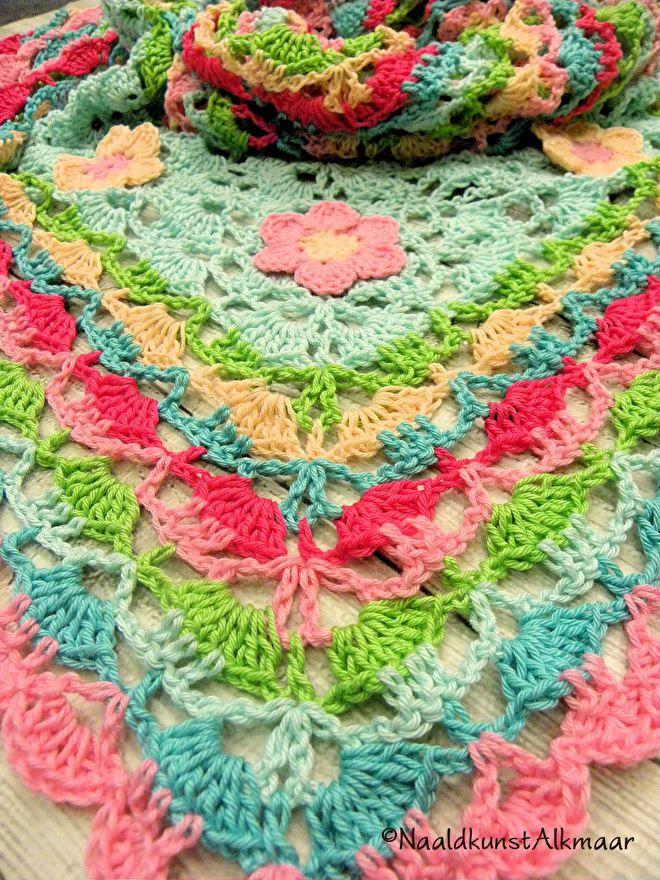 'Blije-kleuren' omslagdoek | Naaldkunst Alkmaar: Haken, breien en borduren