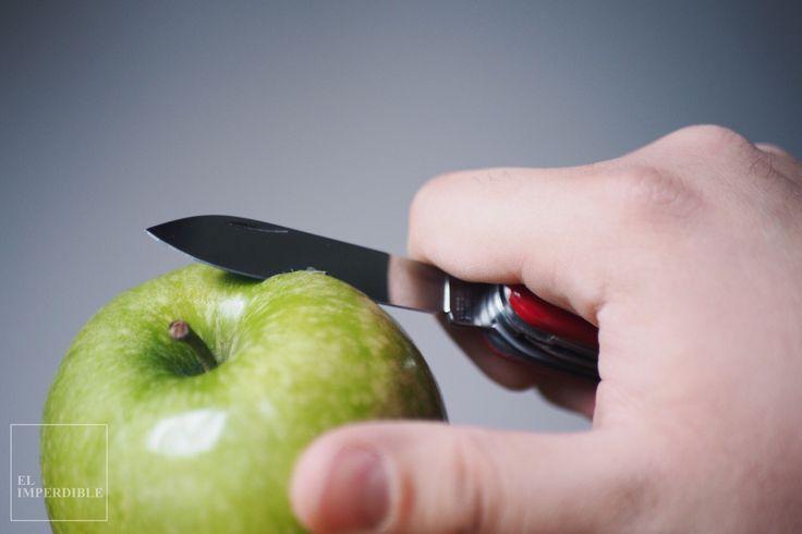 Se acabo comer fruta sin pelar como los animales. Foto por Asier G. Morato. Navaja suiza victorinox