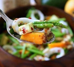 Салат из кальмаров со спаржей, манго и авокадо. Пошаговый рецепт с фото на Gastronom.ru