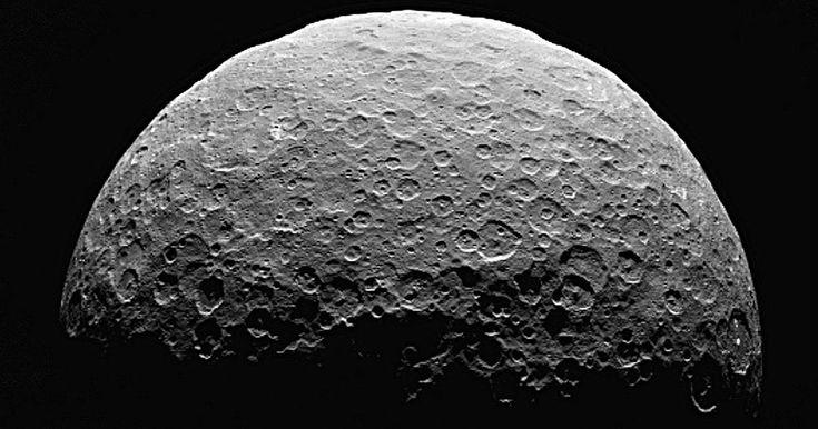 Grâce au spectromètre de la sonde Dawn, les preuves sont claires: la planète naine Cérès abrite des matériaux organiques. Associées à l'eau et les minéraux carbonatés déjà découverts, ces mol&eac...