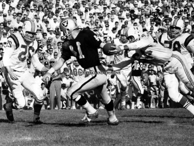 RAIDERS SUNDAY Oakland, CA October 24, 1965 - Fred Biletnikoff picks off one of seven passes to earn 118 receiving yards against the Boston Patriots. (Roy H. Williams / Oakland Tribune Staff Archives)