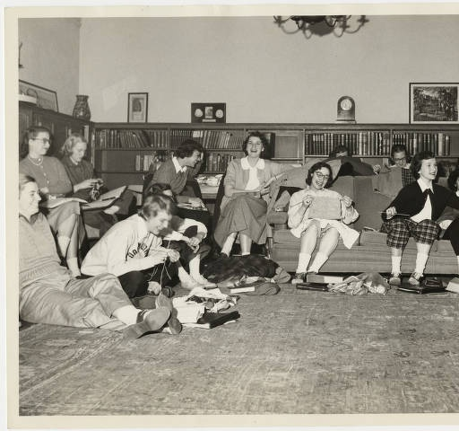 English Department, students in a literary criticism seminar, photograph by Wallace Litwin :: Archives & Special Collections Digital Images :: 1949
