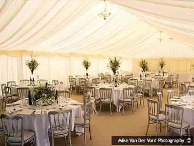 Brewerstreet Farmhouse Is A Delightful Marquee Wedding Venue In Surrey Weddingvenue Surreywedding