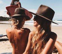 Inspiring image bikini, fashion, girly, hat, swimsuit #4398401 by LuciaLin…