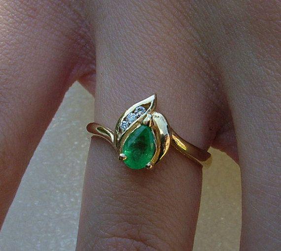 En forma de pera de golosina anillo de esmeralda y por jeweltoyou