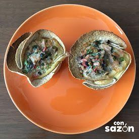 Cazuela de huevos con champiñones, perejil, jitomate y jamón de pavo
