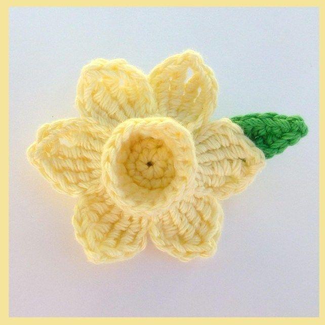 Knitted Daffodil Brooch Pattern : Crochet daffodil brooch Knit/Crochet Flowers Pinterest Brooches, Croche...