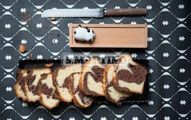 PLUMCAKE AI DUE GUSTI 1 pack of Miscela per le Torte (our Mix for cakes), 100 g of butter, 2 eggs, 2 spoons of sugar (30 g), 100 ml of milk, 2 spoons (30 g) of Cacao Amaro da 250 g (our unsweetened cocoa powder). A greedy plumcake for a perfect breakfast. #plumcake #chocolate #cake #ilovesanmartino