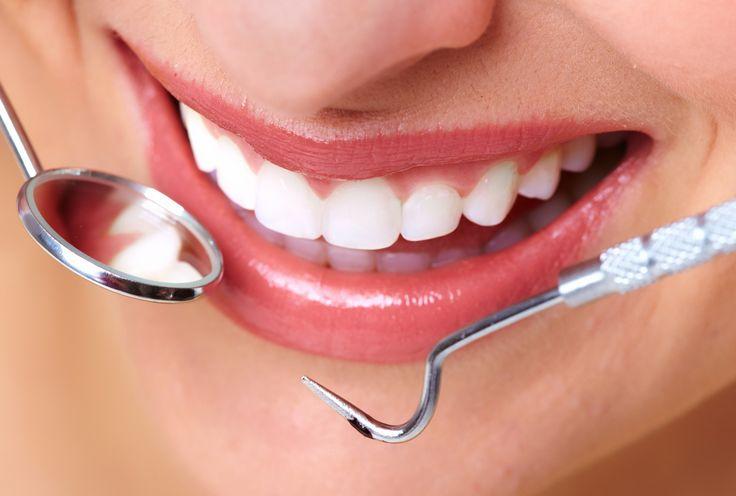 Как бороться с воспалением дёсен?  Дёсна могут воспаляться не только после стоматологических процедур, но и при небрежном уходе. При недостаточной или неправильной чистке зубов в полостях между зубами и на верхушках дёсен скапливаются микробы, способные вызвать воспаление.   #Клиника #ДенталБьюти #DentalBeauty #Шуваловский #Ломоносовский #Стоматология #Косметология #Трихология #Стоматолог #стоматологи #Зубы #Лечениезубов #отбеливаниезубов #здоровыезубы #красиваяулыбка #белыезубы