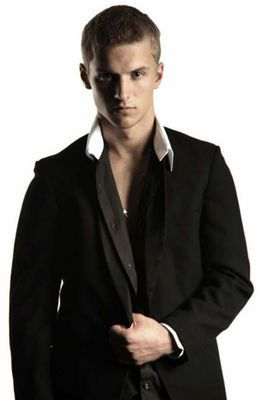 Freddie Stroma ahhh Cormac in HarryPotter and now in Pitch Perfect!!! hahaa i knew i've seen ya before.. ^^