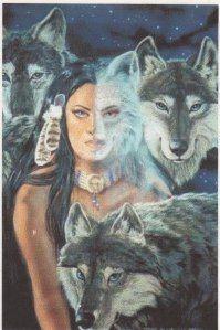 La Loba en esta historia es la Gran Diosa, La supiera. Ella es mayor de tiempo. Ella es la raíz de todo el sistema femenino. Ella vive en una cueva y recoger los huesos, especialmente los Lobos. Cuando ella se puede organizar todo el esqueleto de un lobo que ella empieza a cantar en los huesos y el animal comienza a cobrar vida y sale corriendo.