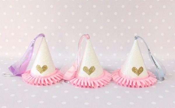 Chapéu de festa infantil princesas é lindo, mas fácil de ser feito (Foto: blog.beau-coup.com)  http://www.espacoinfantil.com.br/chapeu-de-festa-infantil-princesas-passo-a-passo/