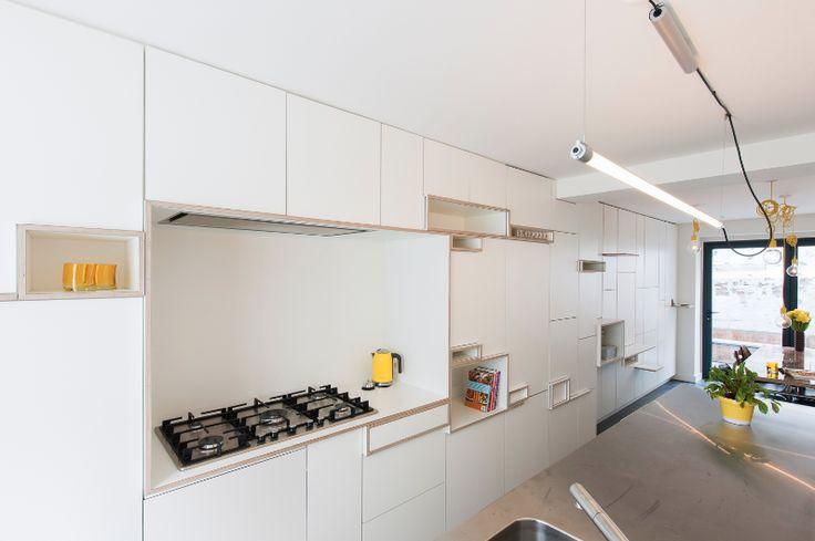 Filip Janssens ontwerpt design meubelen op maat voor keukens maar ook voor  eetkamers, salons en badkamers. Eigenzinnig maatwerk voor het hele huis.