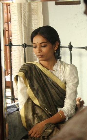 woman wearing Old-fashioned Bengali sari blouse