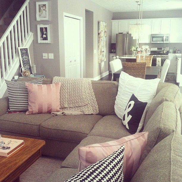 That kitchen and wall color for living room #hgeliving - @heygorgevents- #webstagram