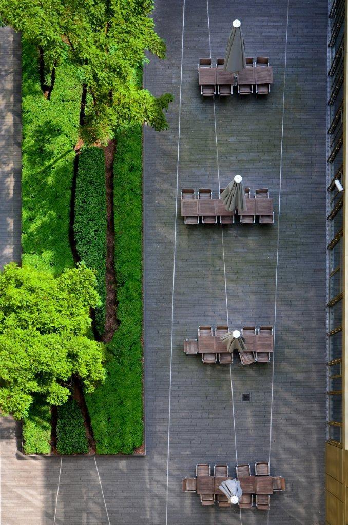 Aussenanlage CR16, Hamburg, Germany by Breimann & Bruun Landscape Architects