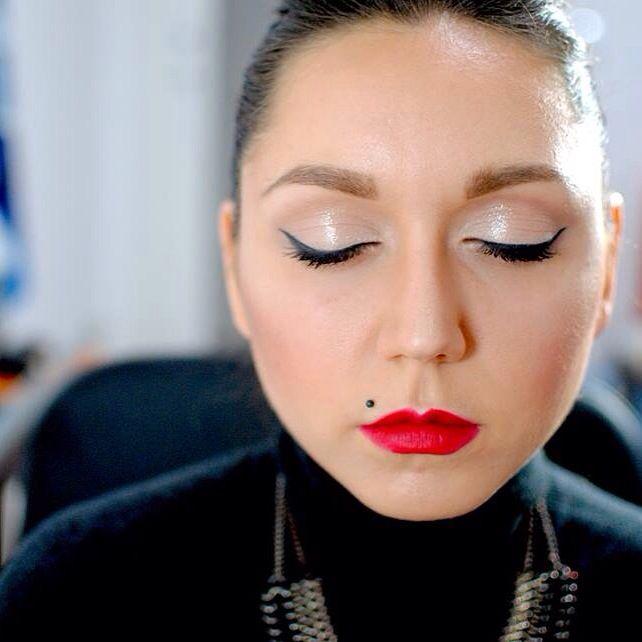Makeup luminoso effetto bagnato