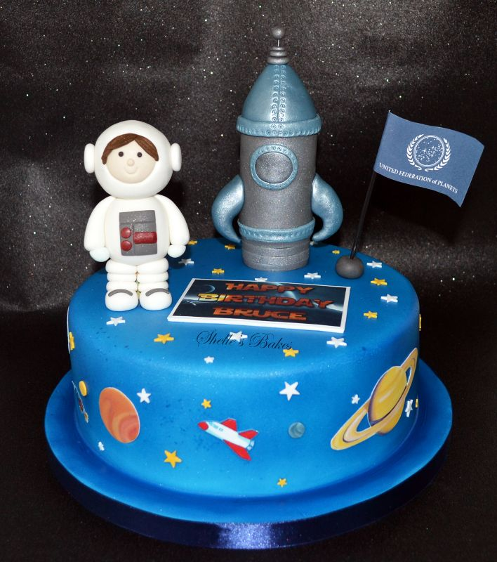 Edible Astronaut Cake Images