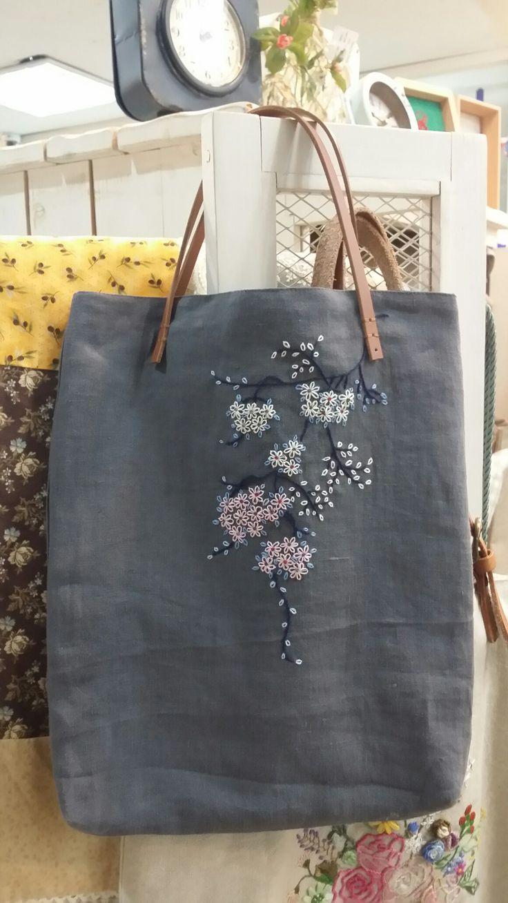 idée pour coudre des anses en cuir sur un sac en tissu