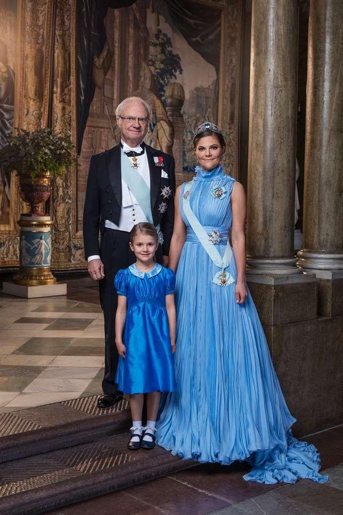 Nya bilden på kungen, Estelle och kronprinsessan Victoria | Kungligt | Expressen