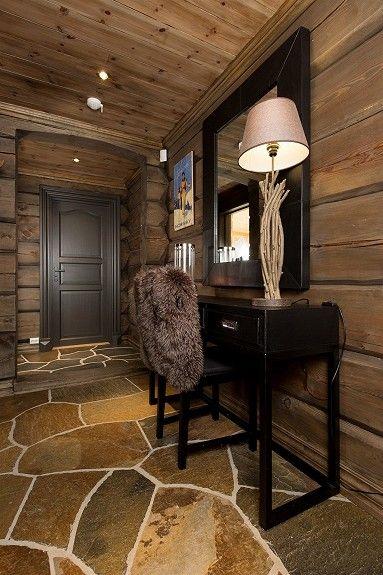 NOREFJELL- Stor smakfull, laftet hytte oppført i 2009. Ski inn