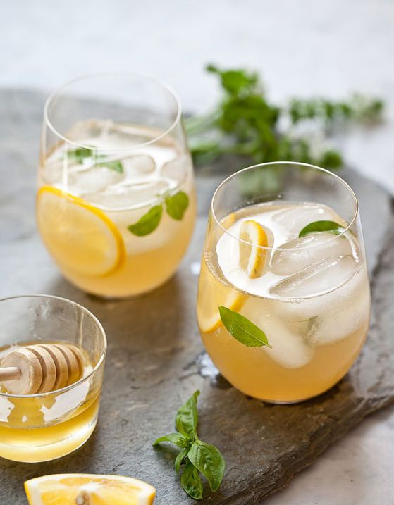 Whiskey Lemonade -- an awesome summer cocktail.