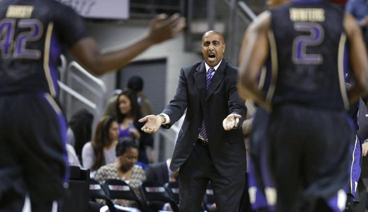 Washington coach Lorenzo Romar calls to his team vs. Seattle Univ.