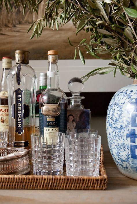 Bares charmosos em casa: http://www.casadevalentina.com.br/blog/bar-em-casa/ --------------------------- Charming bars at home: http://www.casadevalentina.com.br/blog/bar-em-casa/