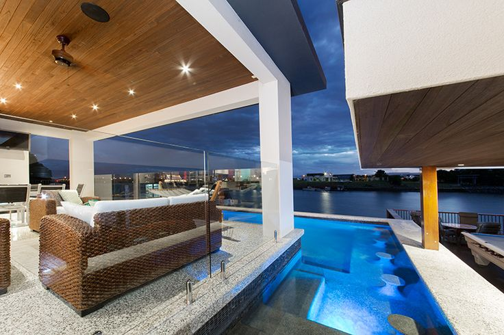 Pool with swim up bar and seating