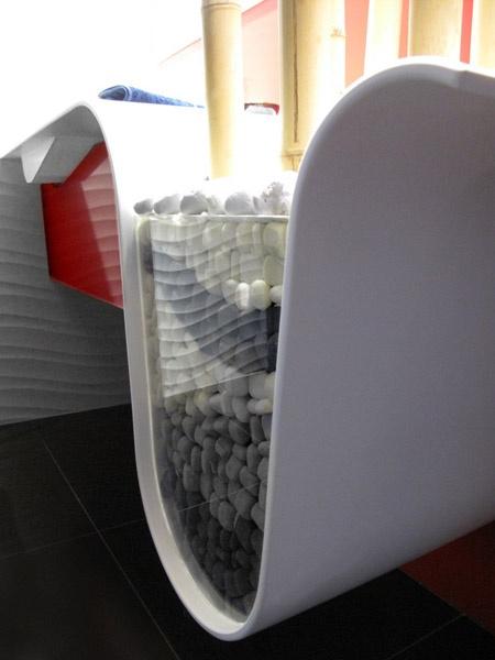 Met Krion kun je alles maken !! Hier een hele bijzondere wastafel, de gastendoekjes zijn prominent aanwezig !