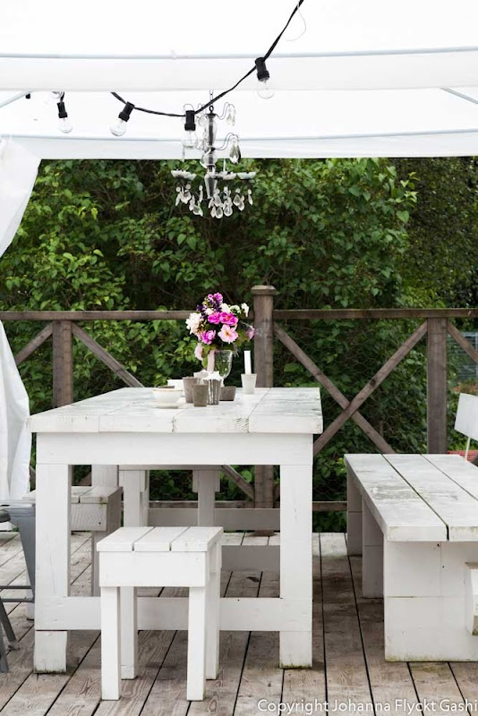Simple White Outdoor Furniture - sized down and it would fit on most balconies easily